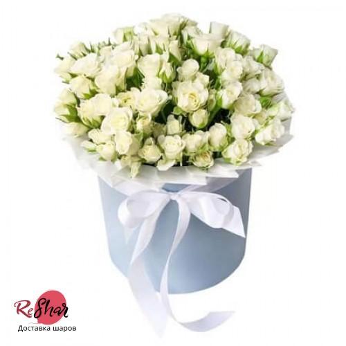 Цветы в голубой коробке, белая кустовая роза 17шт, №39