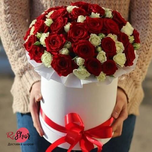 Цветы в белой коробке, Красные и белые розы 29шт, №59