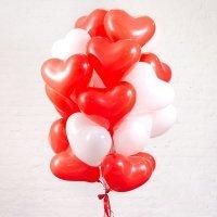 Композиция из шаров «Сердца красные и белые» 20 шт