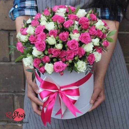 Цветы в голубой коробке, кустовая роза 29шт, №71