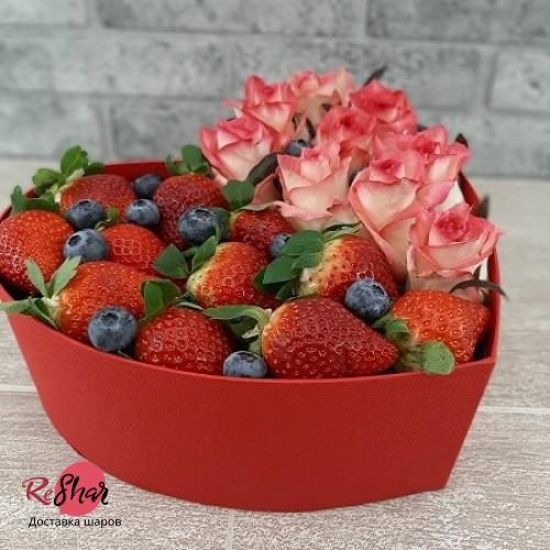 Коробка с цветами и ягодами №18